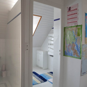 toilettes et WC sur le palier, réservés à la chambre